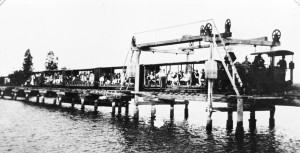 Tram-excursion-to-Coolum-crossing-Maroochy-River-1930s